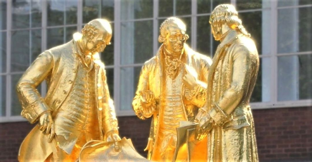 Gilded statue of Boulton, Watt and Murdoch – pictured in central Birmingham in 2006 by Oosoom and shared on English Wikipedia (Edited). This file is licensed under the Creative Commons Attribution-Share Alike 3.0 Unported license.